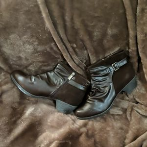 Catherine's Size 11W Brown Ankle Boots Zip Sueded